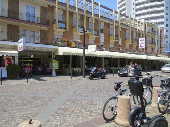 Hotel Rosa: Street view