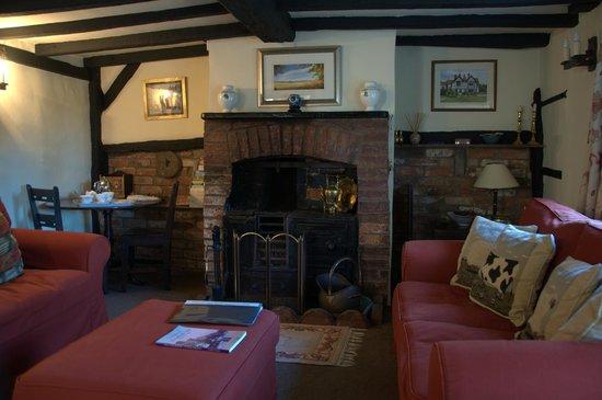 Rose Cottage B&B: The sitting/living room
