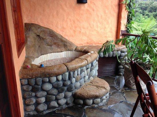 Peace Lodge: Jacuzzi on the balcony