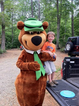 Hidden Creek Camping Resort : Yogi Bear visited our camp site!