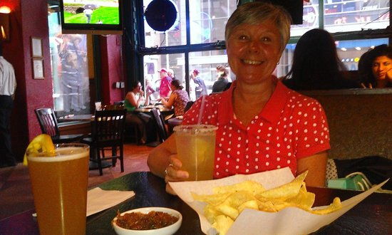 Chevys Fresh Mex : Free nachos & salsa