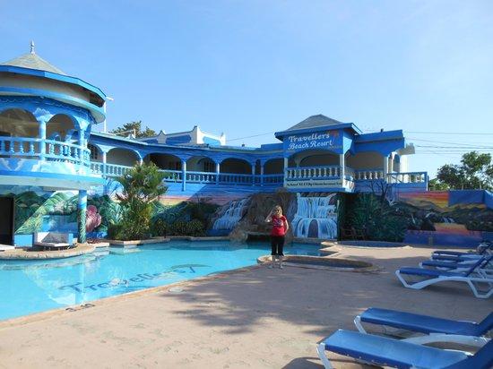 Travellers Beach Resort: Pool area