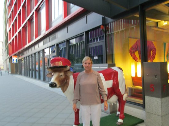 Movenpick Hotel Frankfurt am Main City: hotel entrance