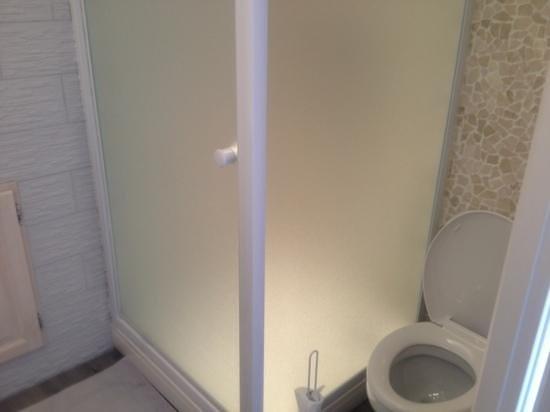 Le clos des Berengeries: wc pour personne ultra mince.
