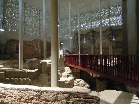Kolumba: Roman ruins enclosed by the museum