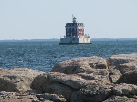 Eastern Point Beach : Ledge Light