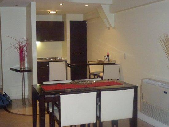 Montanas Azules Apart Hotel : cocina-comedor
