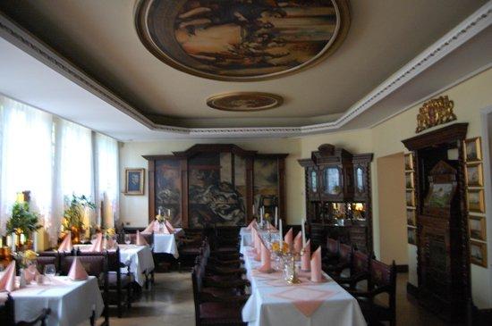 Pod Lososiem Restaurant: duża sala na półpiętrze