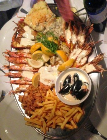 Cafe Fish : Seafood Platter - All was perfectly cooked and excellent tasting.