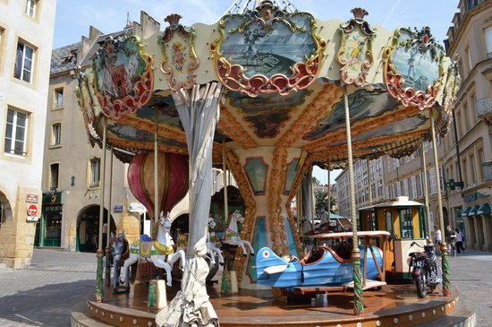 Place Saint-Louis: Carousel