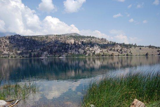 Boulder Lodge: Lake view from fishing dock