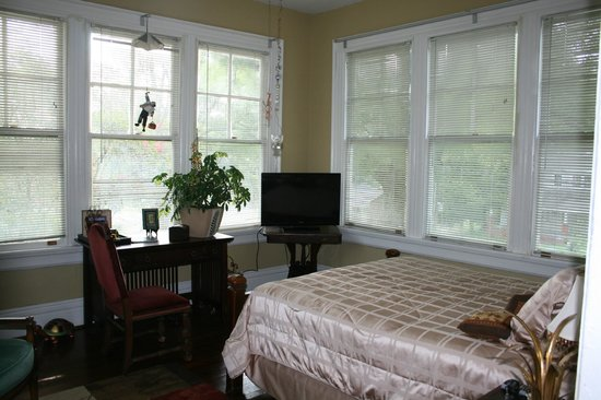 Inn Upon Moon River Plantation: Guest Room