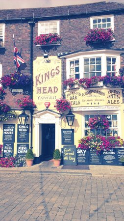 King's Head Deal: the hotel with it's famous flowers