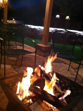 Golden Eagle Lodge: Fire Pit