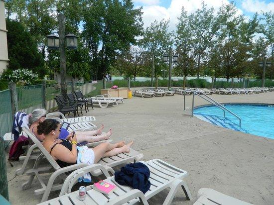 Lodge on the Lake Hotel : Pool Area