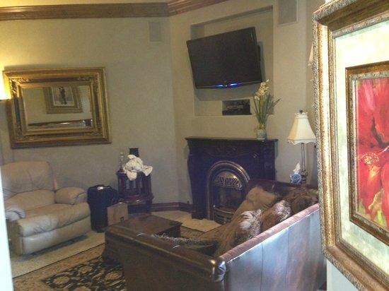 Arrowhead Manor : Master Suite