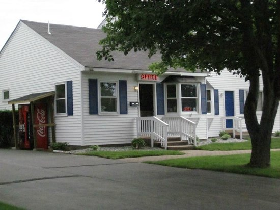 Americas Best Value Inn & Cottages: The office, America's Best Value Inn & Cottages
