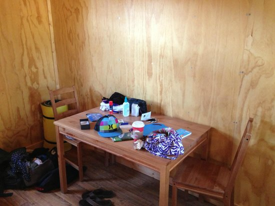 Headwaters Lodge & Cabins at Flagg Ranch: Table and chairs in camper cabin