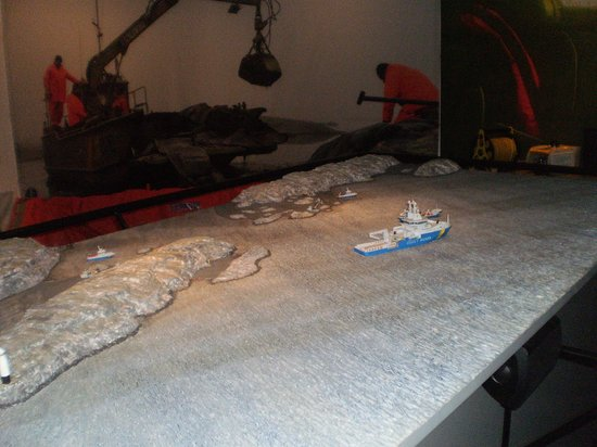 Maritime Museum: cleaning aftor an oil leak