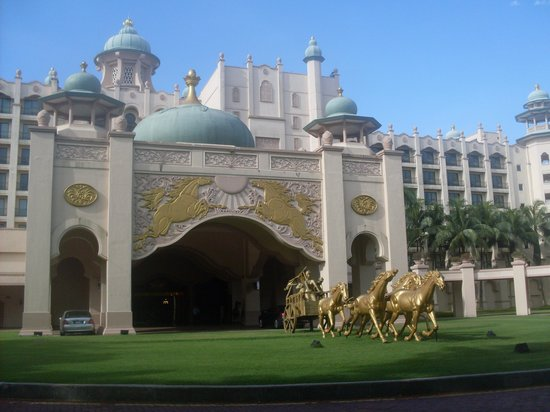 Palace of the Golden Horses: Hotel front