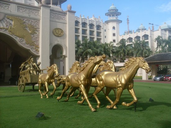 Palace of the Golden Horses: Golden Horses