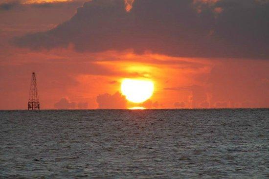 Schooner Appledore: Nothing like a sunset over the ocean.