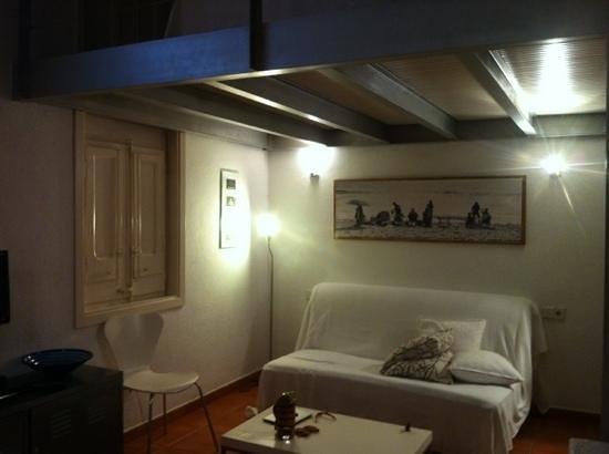 Barceloneta Suites: sofa