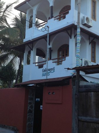 Hotel Galapagos Suites: A view from the street