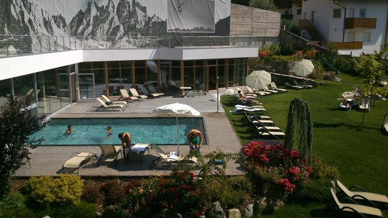 Hotel Gasserhof : zwembad en ligweide hotel