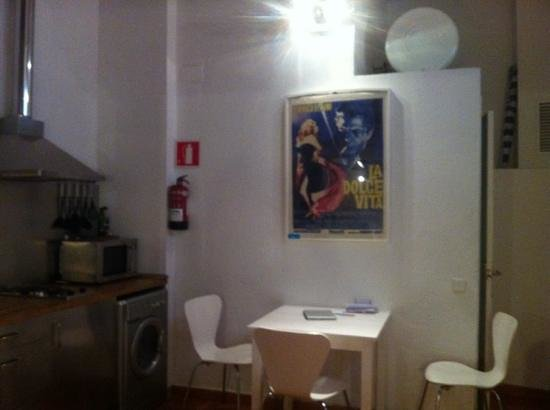 Barceloneta Suites: dining area