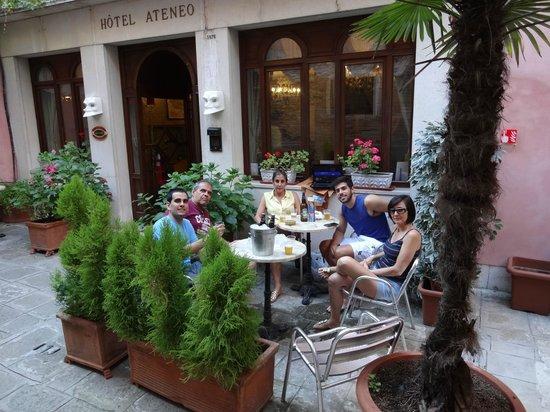 Hotel Ateneo: Entrada