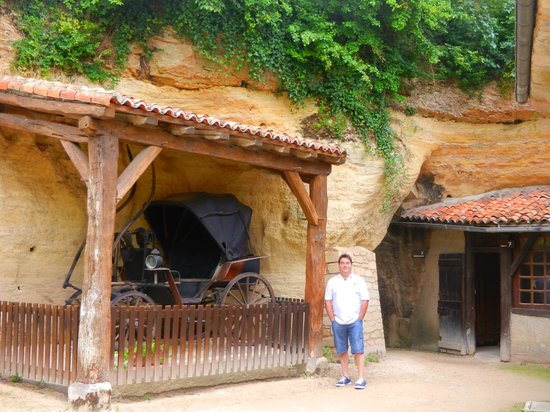 Musee Paysan du Village Troglodyte de Rochemenier : Garage !