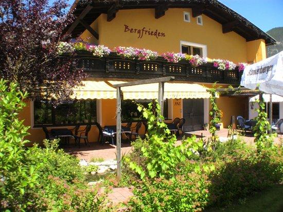 Hotel Pension Bergfrieden: Summertime