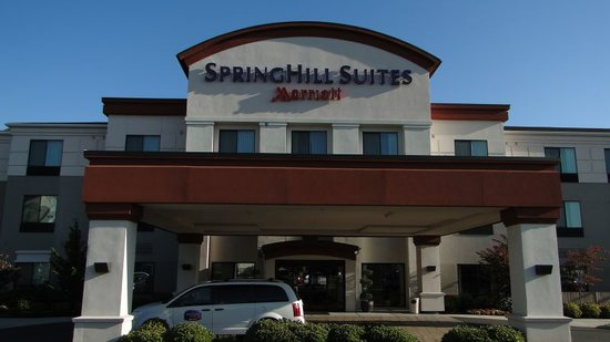 SpringHill Suites Medford: Front of Hotel