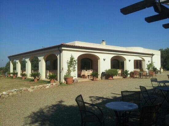 Complesso Turistico Alberghiero Delle Rose : portico del ristorante