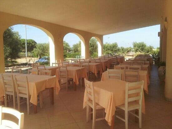 Complesso Turistico Alberghiero Delle Rose : sala ristorante esterna