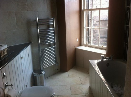Stay Edinburgh City Apartments - Royal Mile : Bathroom, seperate shower to right