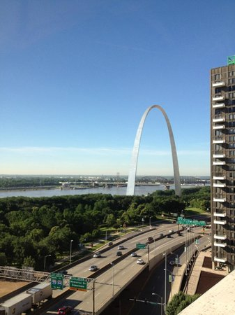 Hampton Inn - St. Louis Downtown at the Gateway Arch: The Arch-View from room