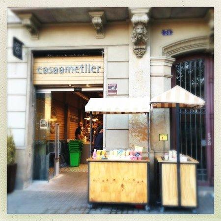 Market Hotel: Casa Ametller supermarket nearby (Exterior)
