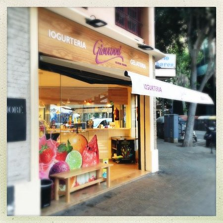 Market Hotel : Local ice creamery