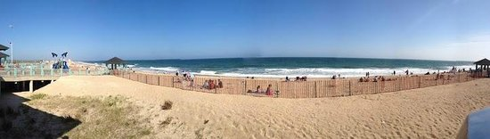 Misquamicut State Beach: Panoramic view of the beach
