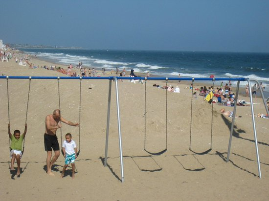 Misquamicut State Beach: Activities for Children and family
