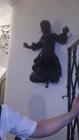Griechenbeisl Inn: Unusual sculpture inside the inn!