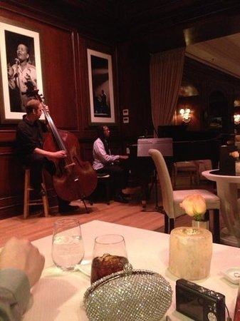 Charleston Grill: Live jazz band just feet from our table. Very relaxing atmosphere