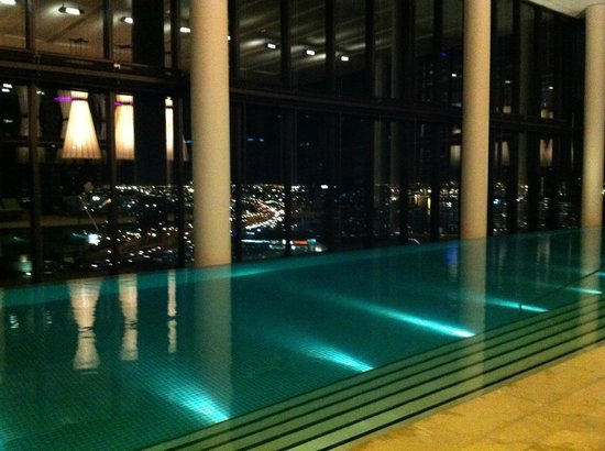 Pool nachts picture of crown metropol melbourne for Pool show melbourne