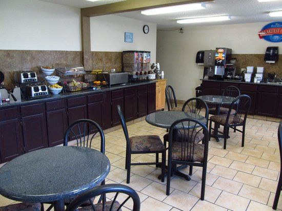 Baymont Inn & Suites Dubuque: Breakfast Room