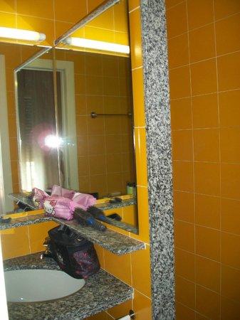 Hotel Jasmin: Bad/Dusche