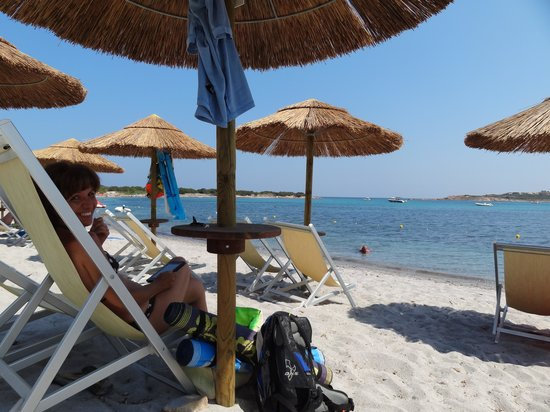 Residence Baia Salinedda: La spiaggia