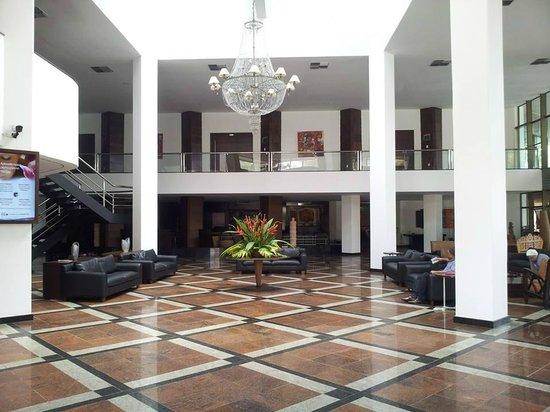 Hotel Ritz Lagoa da Anta: recepção - hall