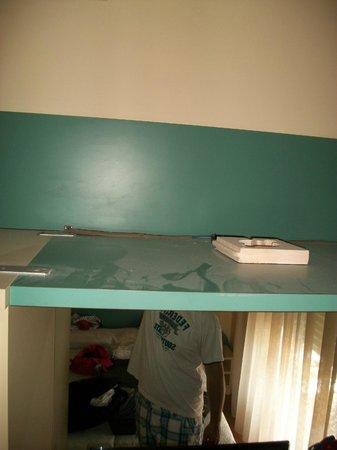 Hotel Jasmin: Schrank im Hotelzimmer